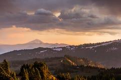 Zongloed over de Bergen van Oregon stock foto