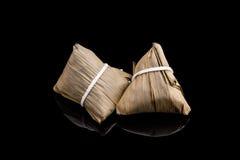 2 Zongzi или азиатские китайские вареники липкого риса с изолированный Стоковые Изображения