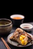 2 Zongzi или азиатские китайские вареники липкого риса с изолированный Стоковая Фотография RF