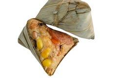 Zongzi или китайский вареник липкого риса на белой предпосылке Стоковая Фотография RF