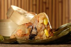 Zongzi lub tradycyjni chińskie Kleistego Rice kluchy Zdjęcia Royalty Free