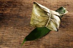 Zongzi o bolas de masa hervida del arroz pegajoso del chino tradicional Imágenes de archivo libres de regalías