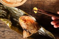 Zongzi o bolas de masa hervida del arroz pegajoso del chino tradicional Foto de archivo libre de regalías