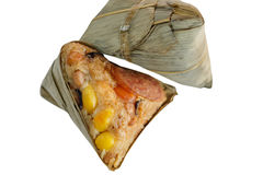 Zongzi ou bolinha de massa chinesa do arroz pegajoso no fundo branco Fotografia de Stock Royalty Free