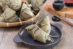 Zongzi ou bolinha de massa do arroz em Dragon Boat Festival, alimento tradicional asiático imagem de stock royalty free