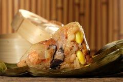 Zongzi ou boulettes de riz collant de chinois traditionnel Photos libres de droits