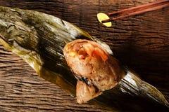 Zongzi ou boulettes de riz collant de chinois traditionnel Images libres de droits