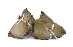 Zongzi, rijstbol op wit wordt geïsoleerd dat royalty-vrije stock afbeelding