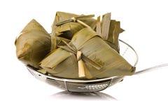 Zongzi; risgrynsgröt för traditionell kines som ätas under festival för drakefartyg royaltyfri foto