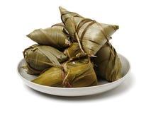 Zongzi; risgrynsgröt för traditionell kines som ätas under festival för drakefartyg arkivbilder