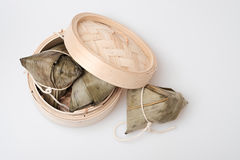 Zongzi in round bamboo crate Royalty Free Stock Photos