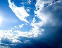 Zonlicht in hemelwolken Royalty-vrije Stock Fotografie