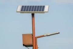 Zonne aangedreven lamppost Royalty-vrije Stock Afbeelding