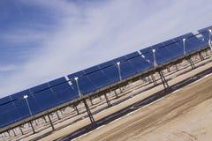 Zonne-energie met panelen Stock Afbeelding