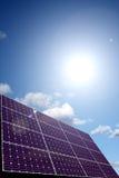 Zonne-energiepaneel in zonlicht royalty-vrije illustratie