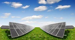Zonne-energiepanelen royalty-vrije stock afbeelding