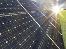 Zonne krachtcentrale - photovoltaics Royalty-vrije Stock Afbeeldingen