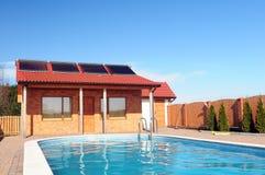 Zonne pool verwarmende panelen. Royalty-vrije Stock Foto's
