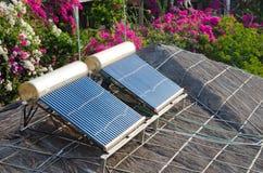 Het zonne water verwarmen Stock Foto