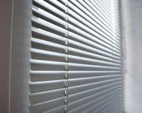 Zonneblinden van het close-up de moderne plastic Blind in ruimte stock fotografie