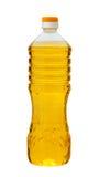 Zonnebloemolie in een plastic die fles op witte achtergrond wordt geïsoleerd Stock Afbeelding