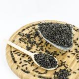 Zonnebloemzaden op houten raad Gezond vegetarisch voedsel Royalty-vrije Stock Foto's