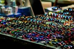 Zonnebril in een markt Stock Fotografie