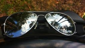 Zonnebril en bezinning Stock Afbeeldingen
