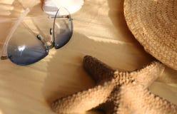 Zonnebril en zeester Stock Fotografie