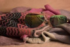 Zonnebril, hoed en sjaal Royalty-vrije Stock Afbeelding