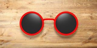 Zonnebril om rood met zwarte die lens, op een houten achtergrond wordt geïsoleerd, 3d illustratie Stock Afbeelding