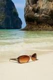 Zonnebril op het zand Royalty-vrije Stock Foto
