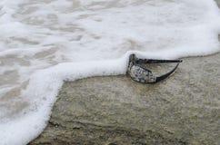 Zonnebril op strand 5 Stock Afbeelding
