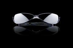 Zonnebril op zwarte stock afbeeldingen