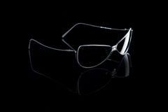 Zonnebril op zwarte royalty-vrije stock foto's