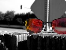 Zonnebril voor bezinning stock foto's