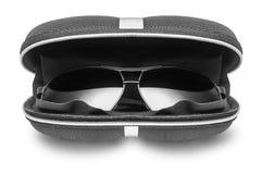 Zonnebril in zwart geval Royalty-vrije Stock Fotografie