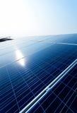 Zonnemacht voor elektrische duurzame energie van de zon Stock Foto