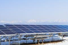 Zonnemachtspanelen, Photovoltaic modules voor innovatie groen e stock afbeelding