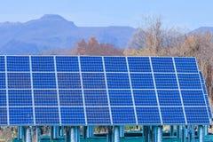 Zonnemachtspanelen, Photovoltaic modules voor innovatie groen e stock afbeeldingen