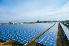 Zonnemachtspanelen, Photovoltaic modules voor innovatie groene energie voor het leven royalty-vrije stock foto