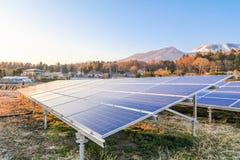 Zonnemachtspanelen, Photovoltaic modules voor innovatie groene energie voor het leven royalty-vrije stock afbeeldingen