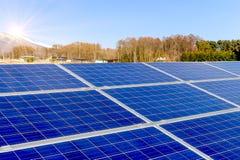 Zonnemachtspanelen, Photovoltaic modules voor innovatie groene energie voor het leven royalty-vrije stock foto's