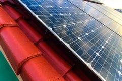Zonnemachtspanelen voor schone energie Stock Fotografie
