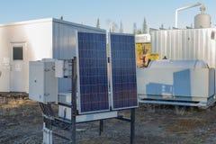 Zonnepaneel bij aardgasplaats Royalty-vrije Stock Afbeeldingen