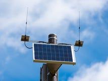 Zonnepaneel die strijd het globale verwarmen bevorderen Royalty-vrije Stock Foto's