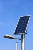 Zonnepaneel en straatlantaarn Stock Afbeeldingen