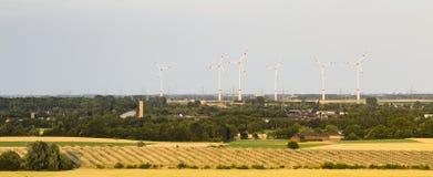 Zonnepaneelpark en Windenergie Stock Foto