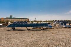 Zonnepanelen in de Koning Abdullah University van Wetenschap en Technologiecampus, Thuwal, Saudi-Arabië royalty-vrije stock afbeeldingen