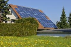 Zonnepanelen in de lente Stock Afbeeldingen